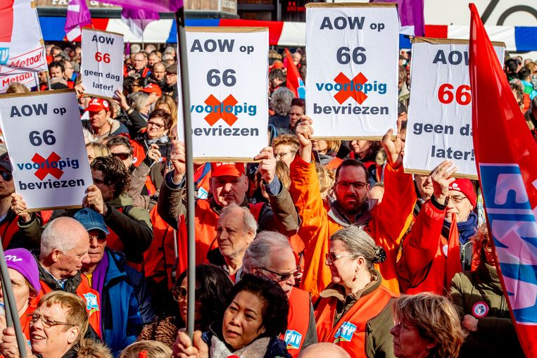 Stakers demonstreren op de Dam tijdens de landelijke actiedag voor een goed pensioen.  Beeld ANP