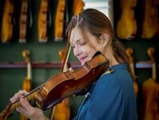 Janine Jansen mocht 12 peperdure violen bespelen: 'Alsof je wisselt tussen Ferrari en Rolls Royce'