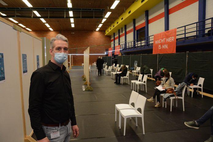 Carl Polet, coördinator van het vaccinatiecentrum, is bijzonder tevreden over de opkomst.