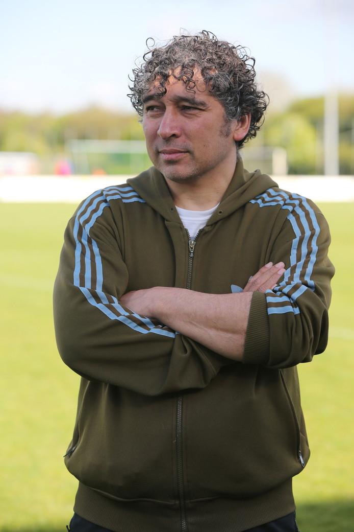Marco Waslander stopt als hoofdtrainer bij Helios en gaat mogelijk in een andere functie verder bij de voetbalclub uit Deventer.