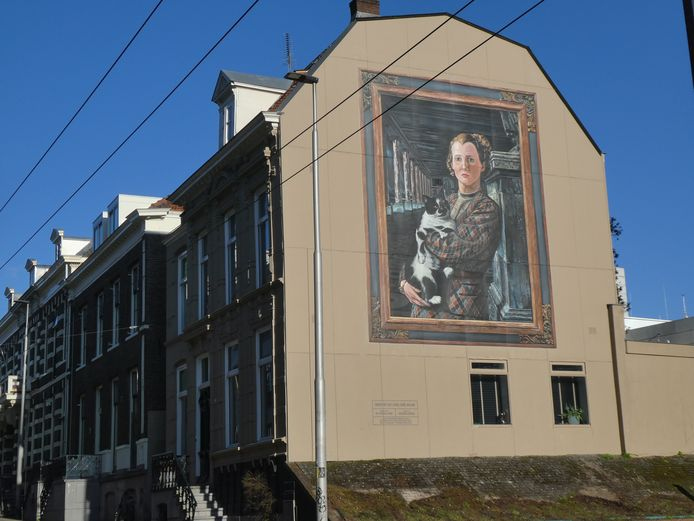 Muurschildering 'Wilma met Kat' van De Strakke Hand op pand Utrechtsestraat 54 in Arnhem. De schildering is een cadeau van Museum Arnhem aan de stad.
