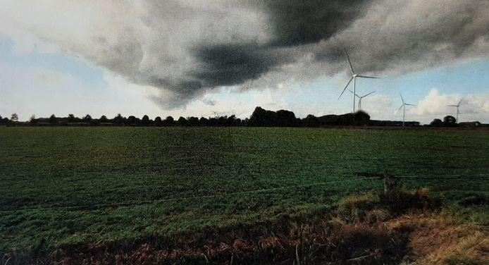 De vierde windmolen  (de voorste) gezien vanuit de Zwartenbergseweg.