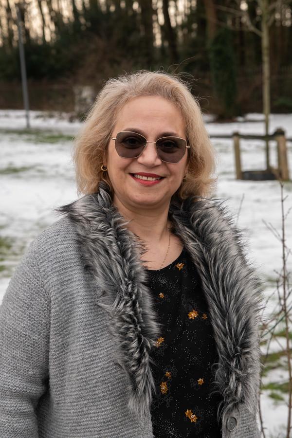 Jami Nabatali uit Ermelo vluchtte eerder zelf uit Iran. Nu helpt ze waar ze maar kan om andere vluchtelingen een veilige plek te bieden.