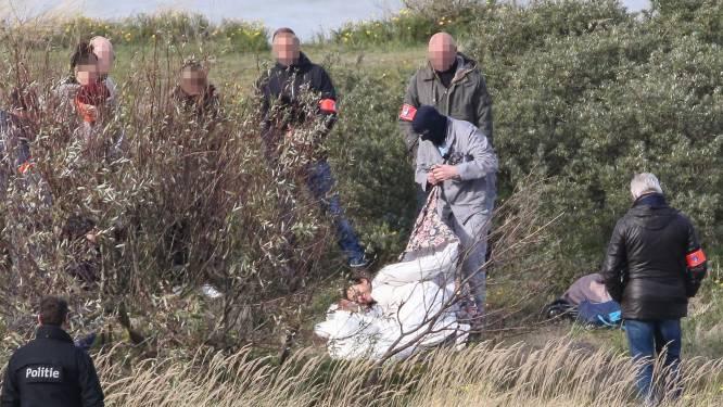 IN BEELD. Zoon moet tonen hoe hij moeder doodde en begroef in de duinen: reconstructie van de moord op Solange Hennaert (82)