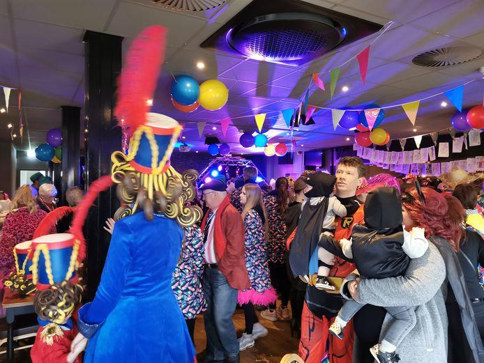 Volle feestzaal in Sluiskil