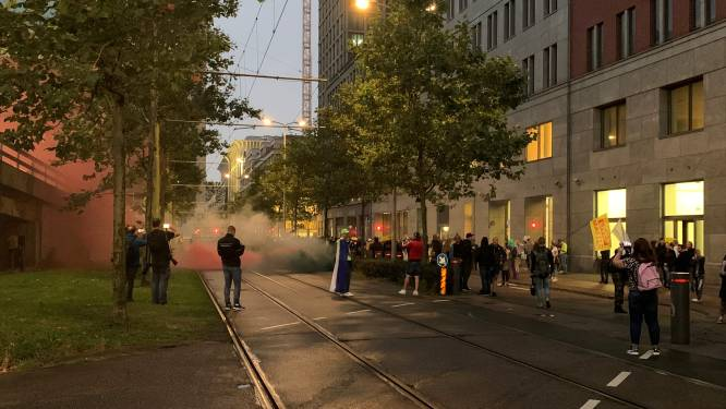 Activisten op dak Tweede Kamer en verstoorde persconferentie: Kan Den Haag de demonstraties nog wel aan?
