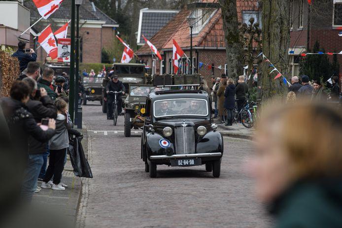 In Hellendoorn werd zaterdagmiddag de bevrijding van het dorp gevierd. In Nijverdal bleef het een dag eerder muisstil, maar er lijkt daar nog iets in het vat te zitten voor dit najaar.