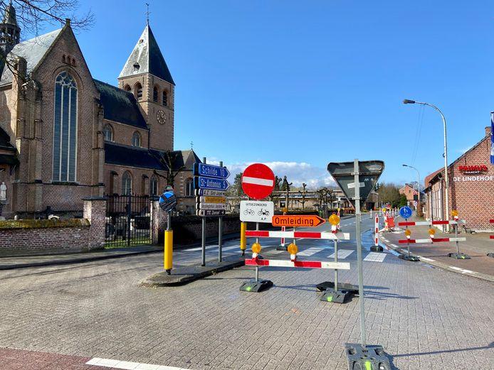 De Kerkstraat inrijden vanop de N14 is niet mogelijk