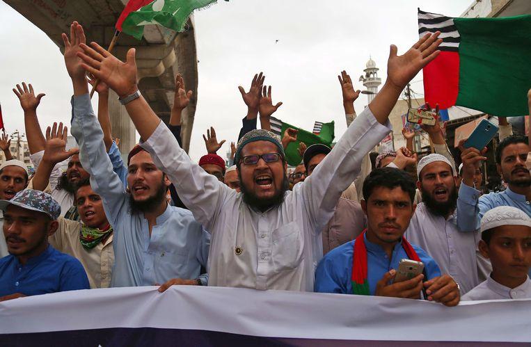 Ook in de zuidelijke Pakistaanse havenstad Karachi werd fel betoogd tegen de cartoonwedstrijd. Veel moslims beschouwen het afbeelden van de profeet Mohammed als blasfemie.  Beeld EPA