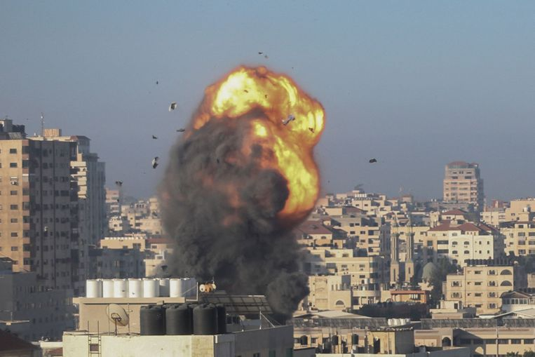 Een raketinslag in Gaza in de vroege ochtend van zaterdag 15 mei 20201. Beeld AFP