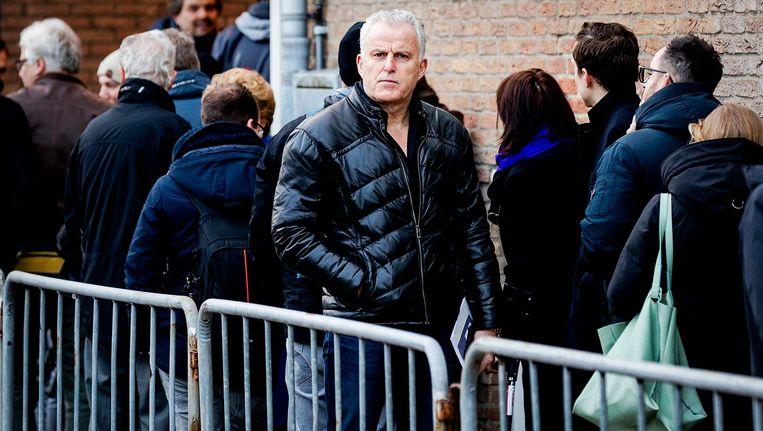 Peter R. de Vries maandagochtend, bij de speciaal beveiligde rechtbank waar de rechtszaak tegen Willem Holleeder begon. Beeld anp