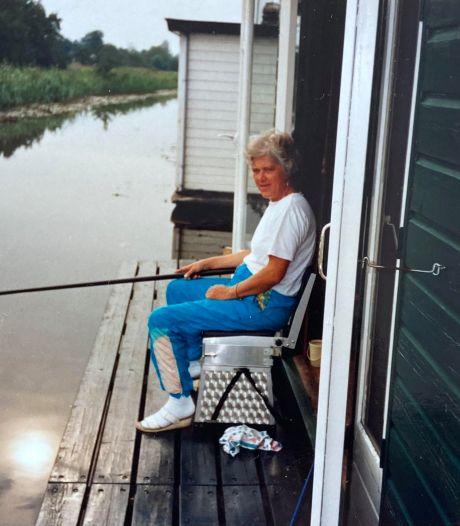 Hennie van der Heijden (1943-2020) was helemaal gelukkig als ze met haar hengel aan de waterkant zat