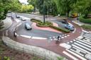 De in 2013 geopende fietsrotonde die de fietsstraten van de Philosofenallee en Vondelkade aan elkaar knoopt. Deze rotonde is een Zwolse uitvinding die fietsers een vlotte doorgang moet verlenen.
