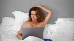 """""""Soms kon ik mijn afkeer niet verbergen"""": Evi Hanssen waarschuwt in 'Help! Mijn borsten staan online' voor de gevaren van het internet"""