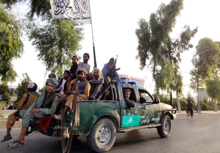Talibanstrijders in de zuidwestelijke stad Kandahar. Beeld AP
