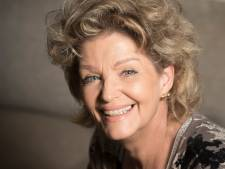 Enschedese Joke Tromp kan niet wachten tot podia weer open gaan: 'Dan zing ik in Amsterdam op het bevrijdingsfestival het lied van Vera Lynn'