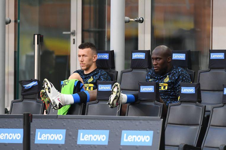 Lukaku met Perisic op de bank. Beeld Photo News