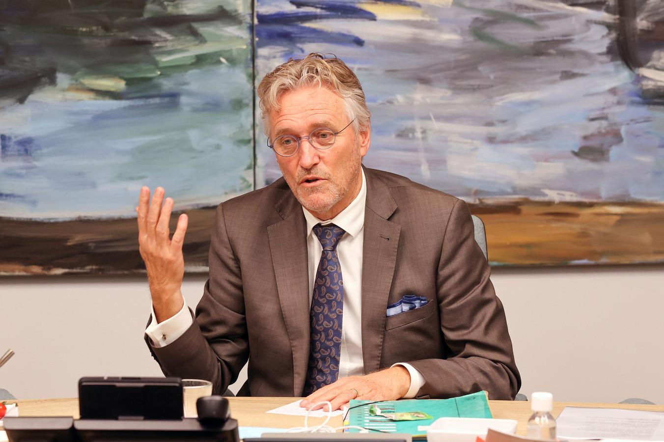 Burgemeester Jorritsma van Eindhoven gaat voortaan alleen nog in noodgevallen over de busbaan.