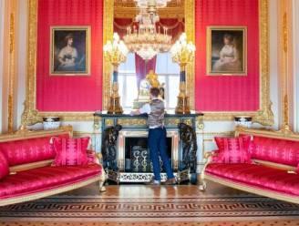 """In de residenties van de Queen moeten meer dan 1.000 klokken worden verzet: """"Liefst 40 uur mee bezig"""""""