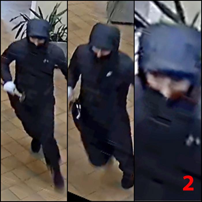 De tweede dader is mager en is ongeveer 1m70 lang. Hij droeg een donkere broek en een donkere trainingsjas met kap vermoedelijk van het merk Nike.