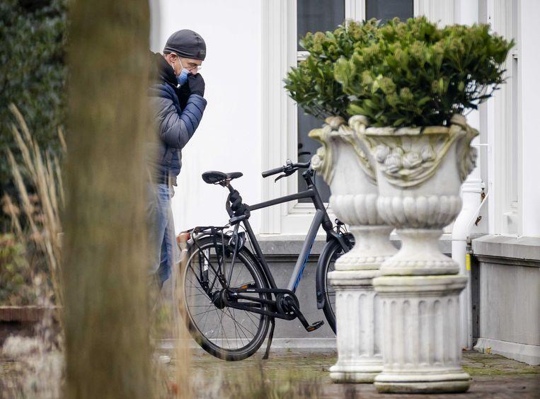 Premier Mark Rutte komt aan bij het Catshuis voor een overleg over de coronamaatregelen.  Beeld ANP