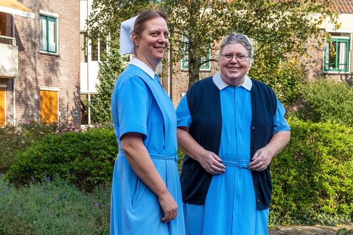 Zuster Greet Verhoeven (r) en Zuster Gerda Bieshaar (l) van de gemeenschap van Zendings-Diaconessen in Nederland.
