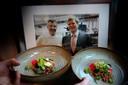 Chef-kok Patrick de Rade in 2011 met toen nog prins Willem Alexander in de keuken tijdens een bezoek aan Woudrichem.