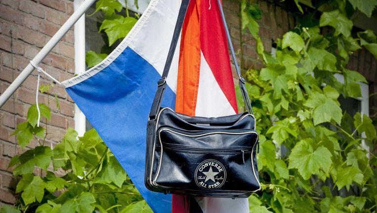 bad6564dd9d Waarom toch die schooltas aan de vlaggenstok? | De Volkskrant