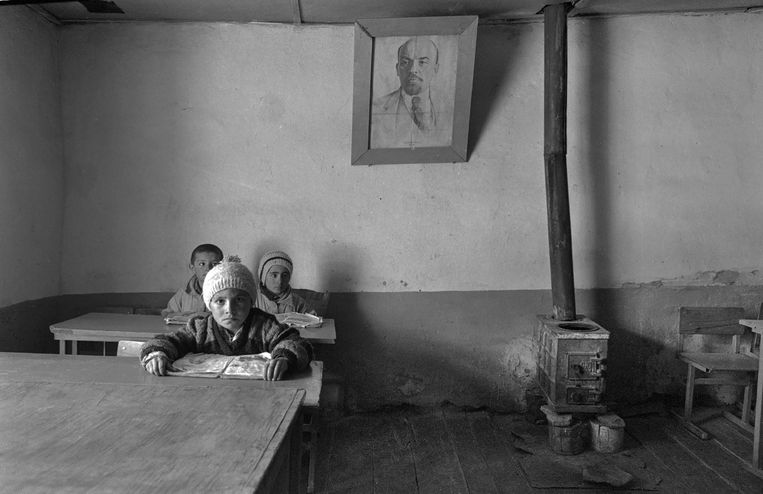 Schooltje in Udit, Gorno Badakshan, Tadzjikistan, 1995. Beeld Eddy Posthuma de Boer