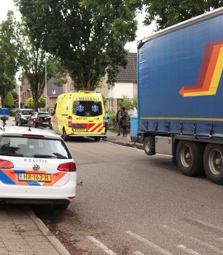Vrouw gewond na aanrijding met achteruit rijdende vrachtwagen in Ede