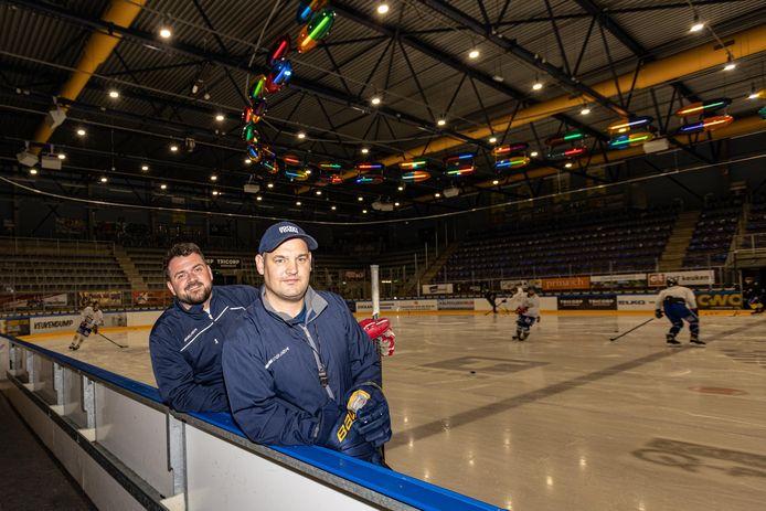 Levi Houkes (l) en Dennis ten Bokkel trainen het toekomstteam van Trappers.