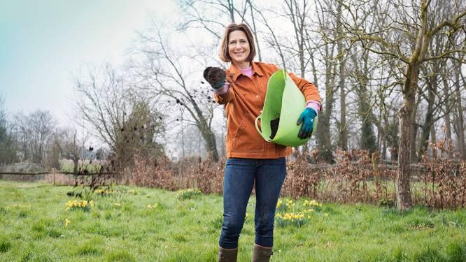 """Tijd om je grasmat een lenteboost te geven: """"Laat de meststoffen, verwen je gazon met een portie compost"""""""