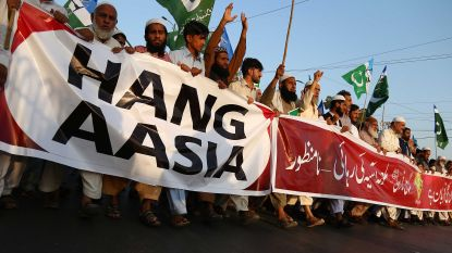 Honderden mensen opgepakt in Pakistan na protest tegen vrijspraak Asia Bibi, advocaat vlucht naar Nederland