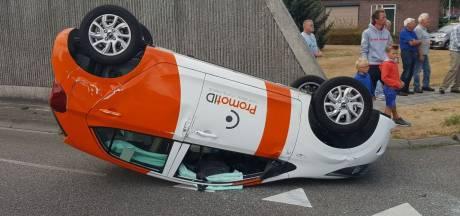 Auto komt op de kop terecht bij ongeval in Rijssen