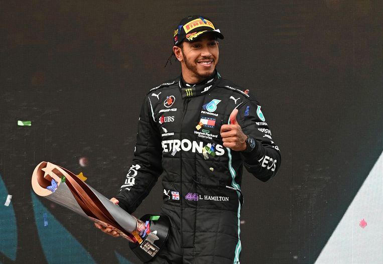 Hamilton op het podium in Istanbul, vorige week. Beeld Pool via REUTERS