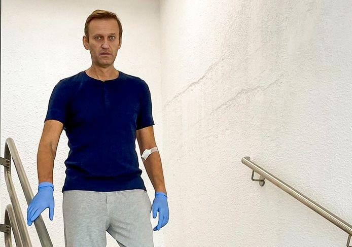 Beeld uit een door de Russische oppositieleider Aleksej Navalny gepubliceerde video uit het ziekenhuis in Berlijn.