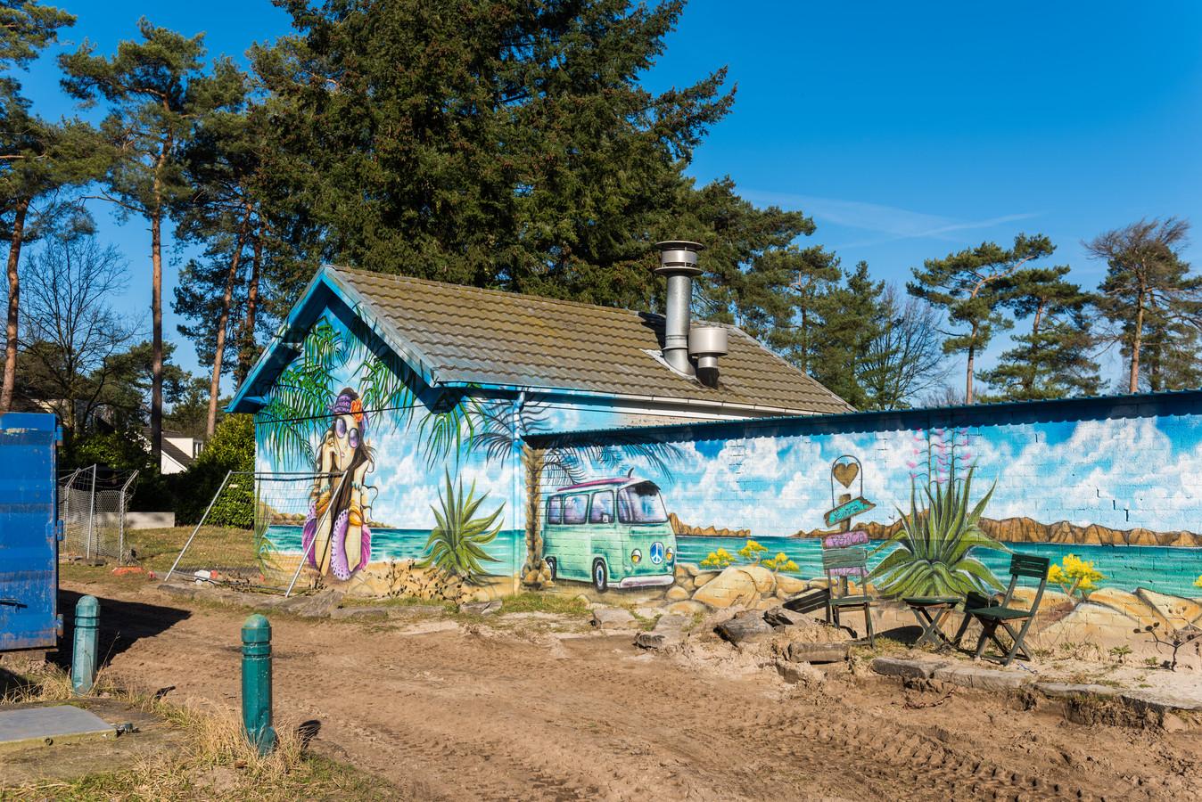 Gebouw bij voormalige zwembad van vakantiepark de Zwarte Bergen.