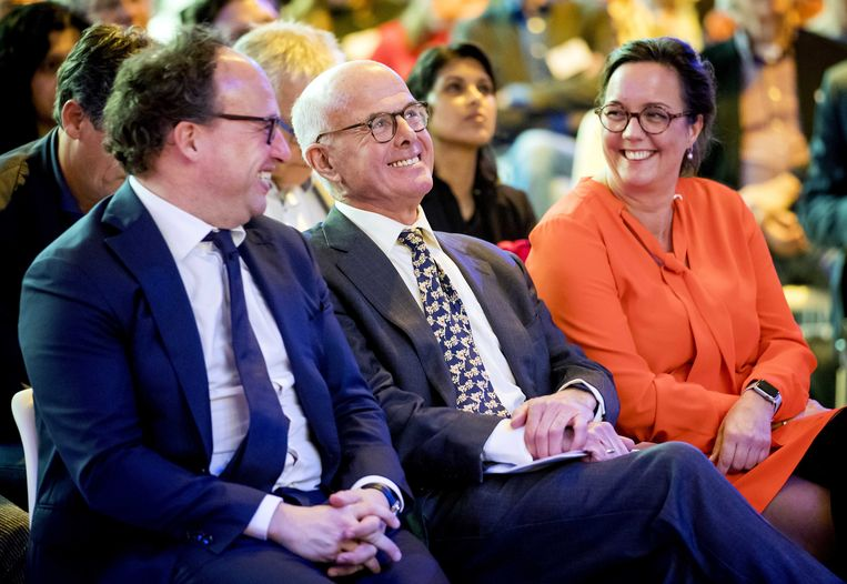 Minister Wouter Koolmees (sociale zaken), Hans Borstlap en staatssecretaris Tamara van Ark (sociale zaken) tijdens de presentatie van het advies. Beeld ANP