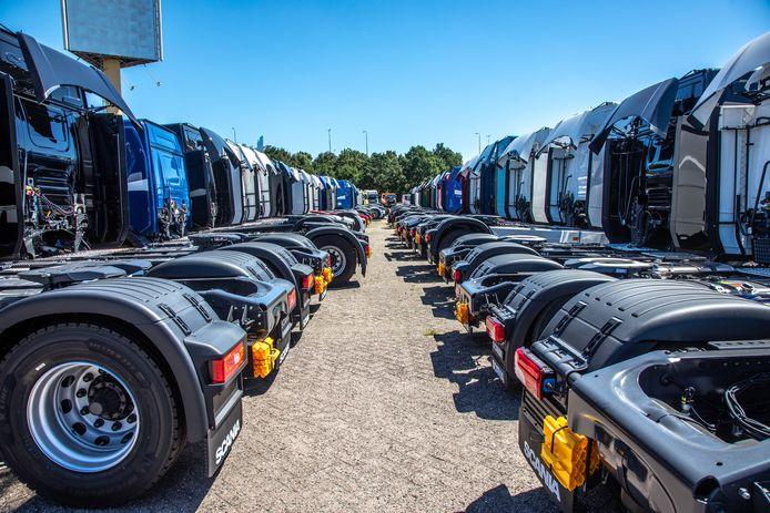 """Scania, de vrachtwagen- en bussenmaker die in Zwolle de grootste fabriek heeft staan, schrapt door bezuinigingen 5000 banen. ,,5.000 van de - wat ik weet - 35.000 werknemers van Scania die hun baan verliezen.. Ik vind dat heel veel."""""""
