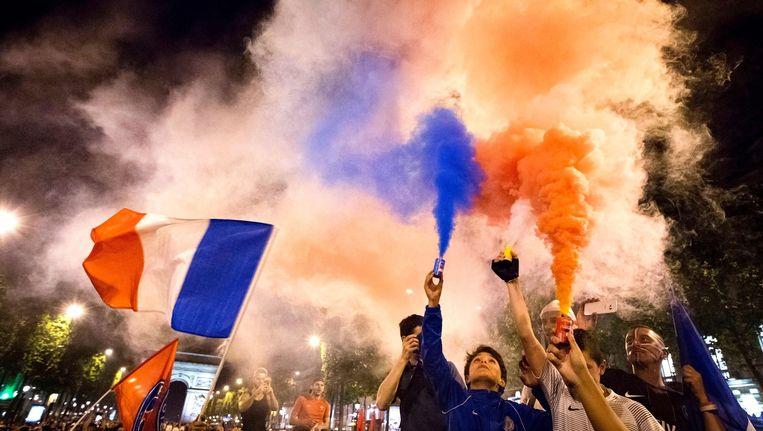 Franse fans vieren de overwinning op Duitsland. Beeld afp