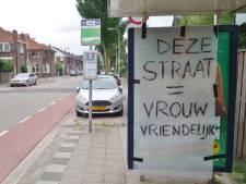 Pizzareclame met 'bloemkolen' afgeplakt in Gouda