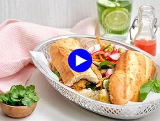 Breng Viëtnam naar je kot met een broodje varkensreepjes, gepekelde groenten en sweet chili