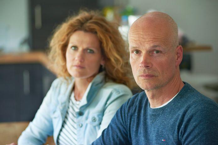 Erik Derijks en Monique uit Heesch.<br />De dader van het ongeluk waarbij hun dochtertje en ouders omkwamen is op vrije voeten.