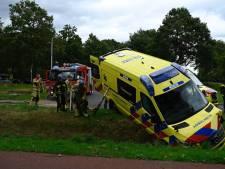 Ambulancechauffeur die met patiënt bij ziekenhuis ZGT van weg raakte, had black-out