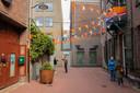 Bij Café Verheyden is de boel al versierd voor Koningsdag.