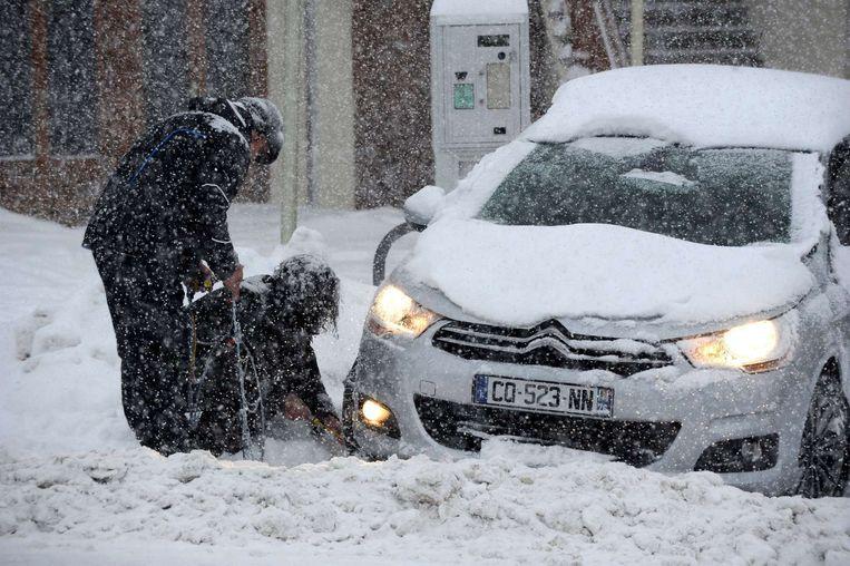 Een gestrande automobilist in Frankrijk. Beeld afp