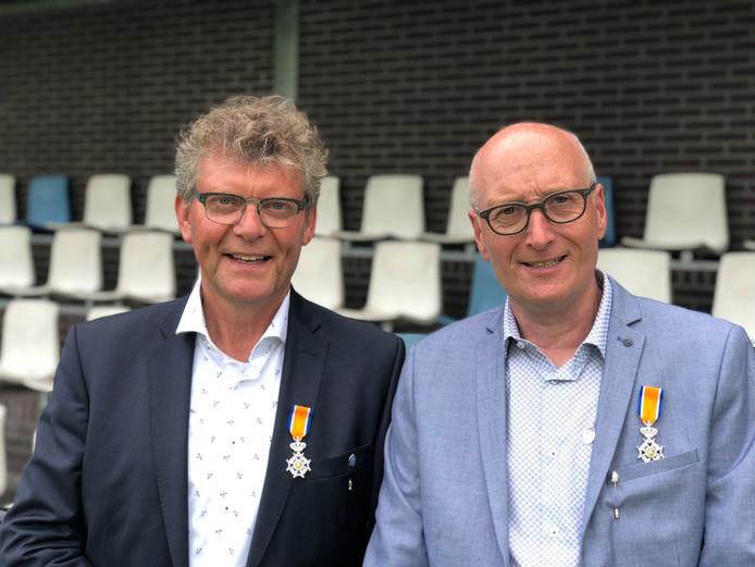 Frans Maassen (links) en Geert Thielen hebben een koninklijke onderscheiding gekregen.