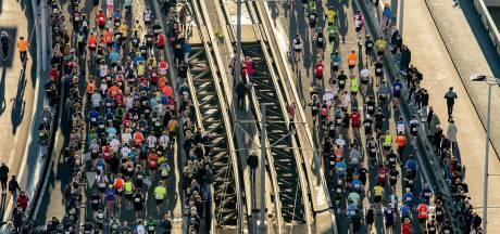 Aboutaleb gaat handen schudden bij finish marathon Rotterdam