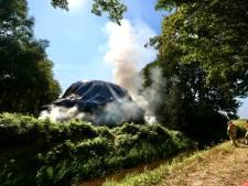 Rookontwikkeling boven A6 bij Nagele door brandende hooibult, bluswater moet van ver komen