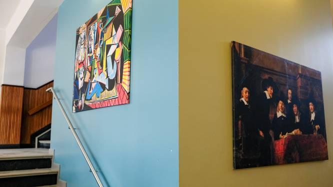 Vijf campussen KOBOS opgevrolijkt met kunstwerken van cultuureducatieve organisatie die boeken neerlegde